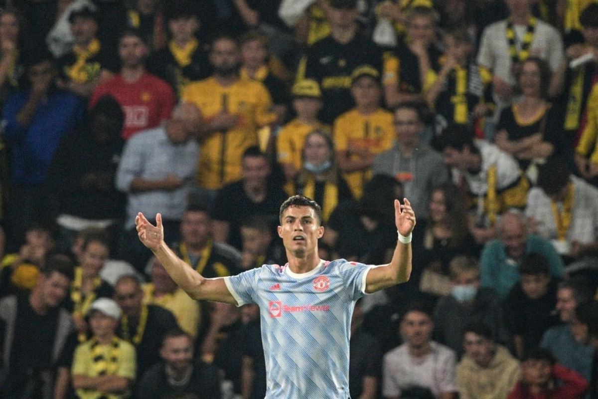 Tình huống xảy ra khi MU vẫn đang dẫn trước 1-0 và nếu được hưởng phạt đền, có thể chính Cristiano Ronaldo sẽ ghi bàn nhân đôi cách biệt.