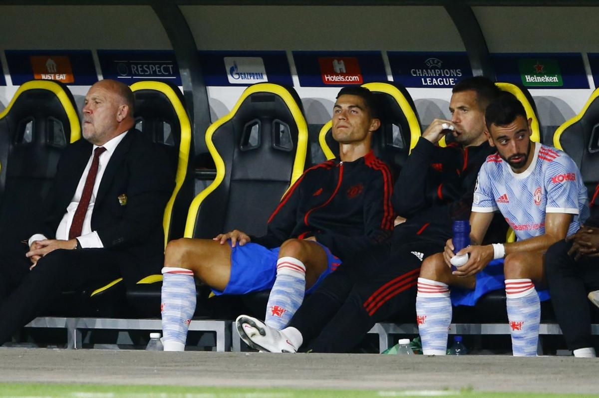 Cristiano Ronaldo và MU nếm mùi thất bại cay đắng trong trận ra quân Champions League.