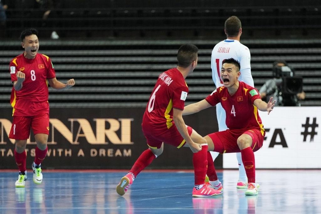Xuất sắc qua vòng bảng World Cup, tuyển futsal Việt Nam được thưởng 1 tỷ đồng - 1