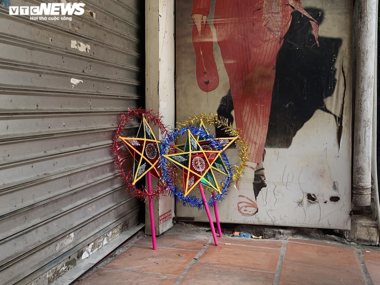 Cảnh bán đồ chơi trung thu lạ đời ở Hà Nội - 8