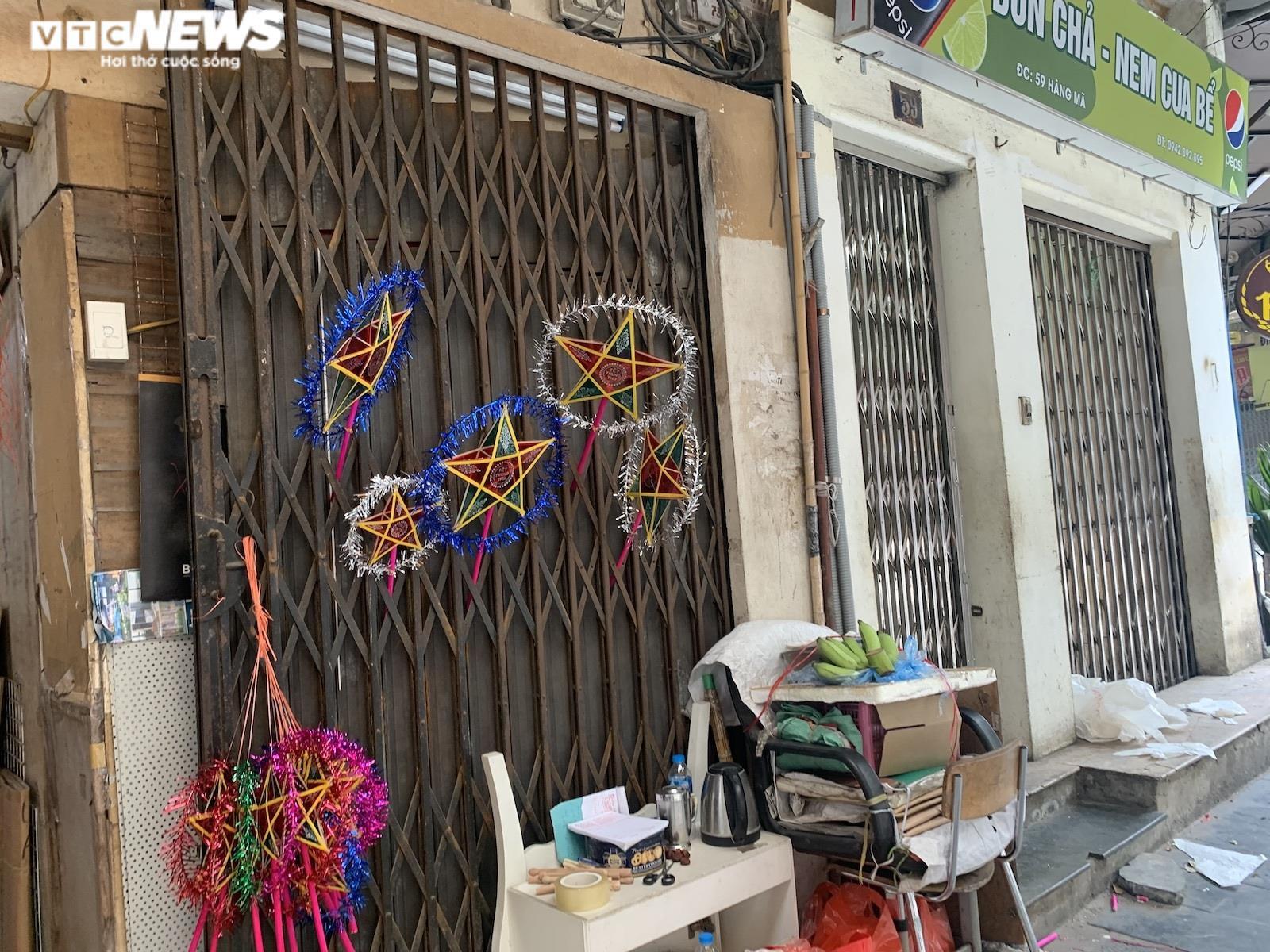 Cảnh bán đồ chơi trung thu lạ đời ở Hà Nội - 2