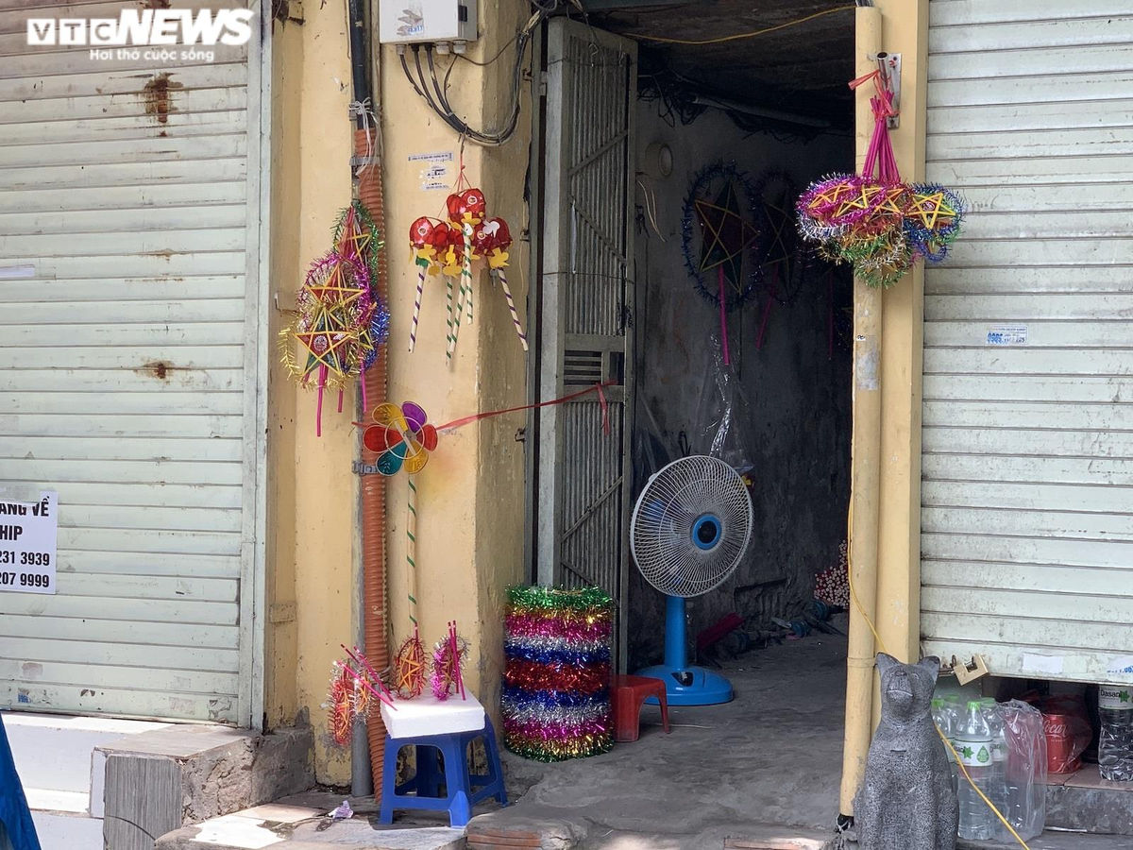 Cảnh bán đồ chơi trung thu lạ đời ở Hà Nội - 9
