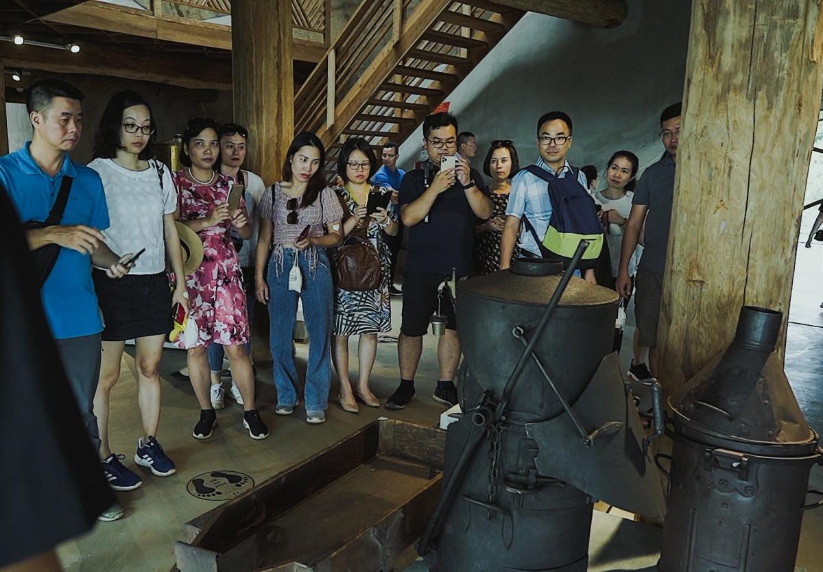 Du khách tham gia tour du lịch cà phê tại Đắk Lắk.Nguồn: Phạm Hoài Nguyên Anh