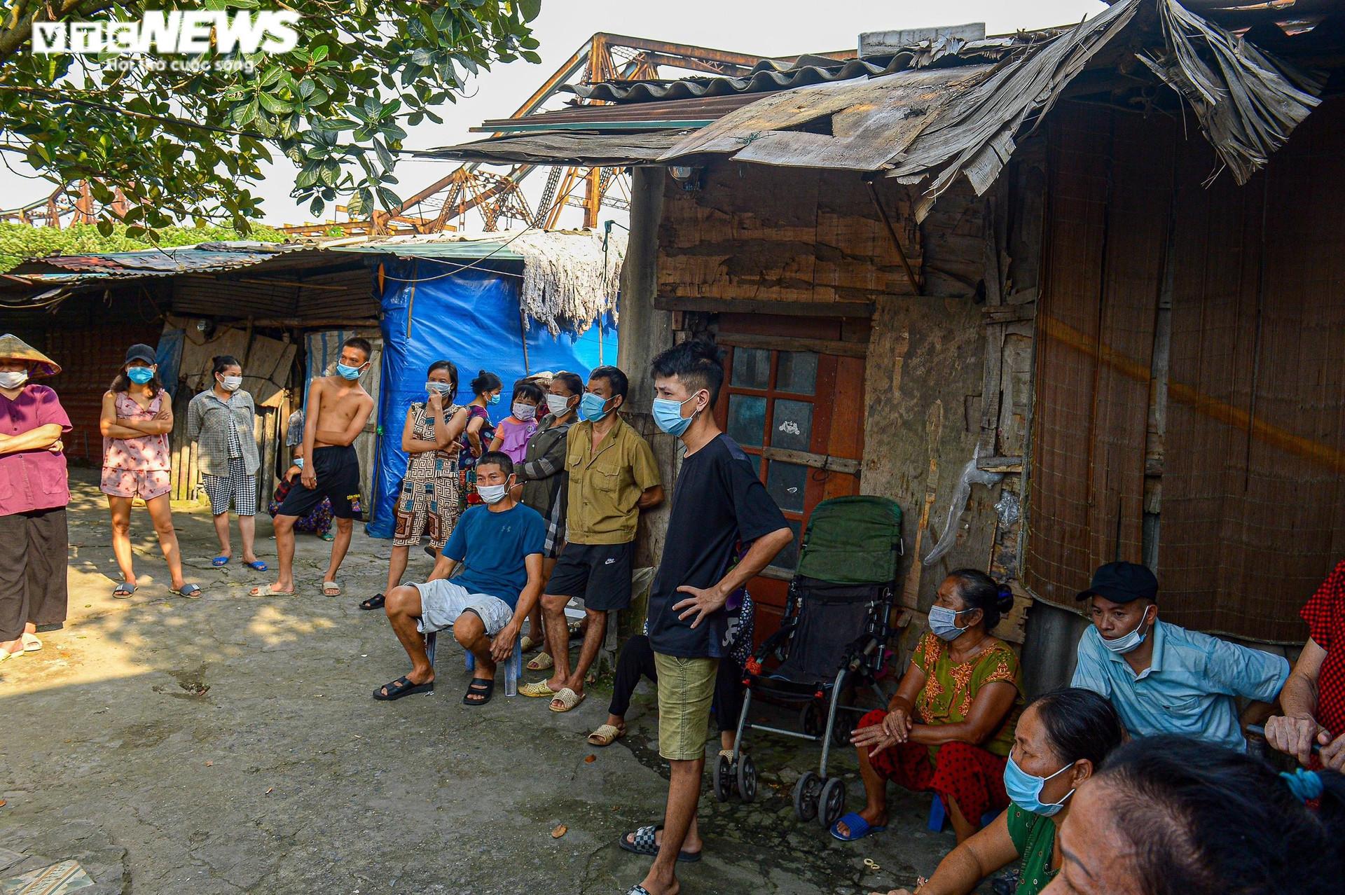 Hà Nội: Trung thu ấm áp của những đứa trẻ nghèo ở chân cầu Long Biên - 1