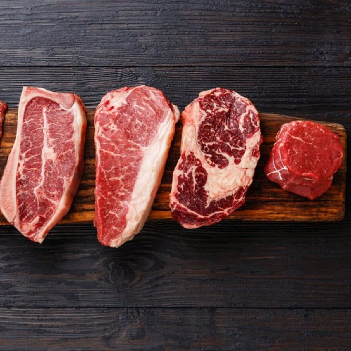 Điều gì sẽ xảy ra nếu bạn ăn quá nhiều thịt? Có lẽ bạn đã nghe rất nhiều ý kiến trái chiều xoay quanh câu hỏi liệu ăn thịt có lợi hay có hại cho sức khỏe. Mặc dù câu trả lời chính xác vẫn chưa được thống nhất, các chuyên gia đã tìm ra rằng ăn quá nhiều thịt có thể làm tăng nguy cơ mắc một số vấn đề sức khỏe.