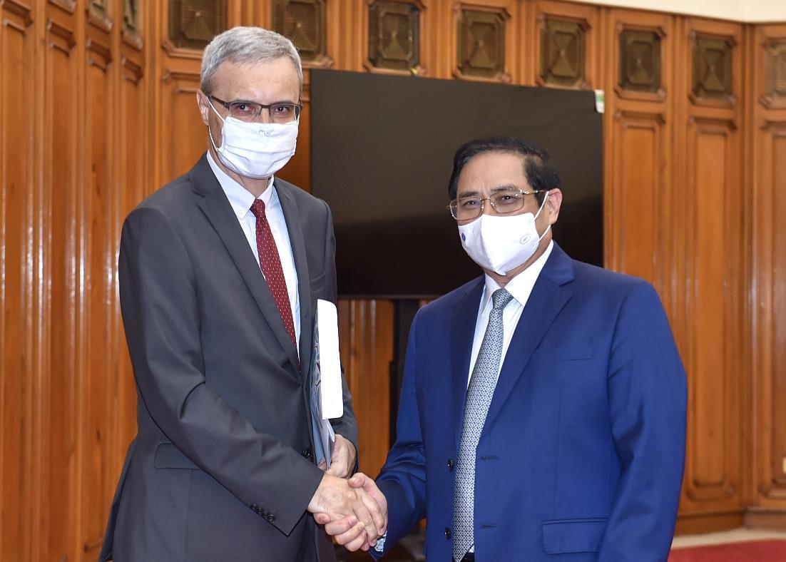 Thủ tướng đề nghị Pháp viện trợ, nhượng lại vaccine COVID-19 cho Việt Nam - 1