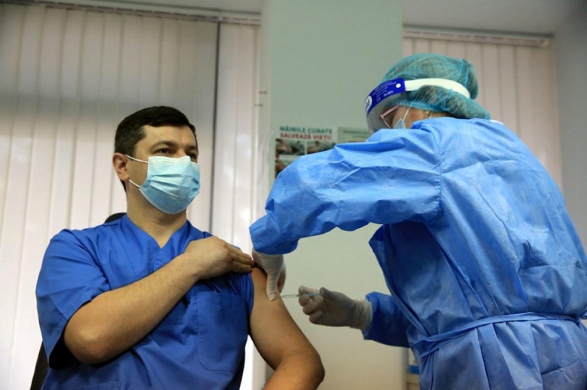 Một số quốc gia đang ưu tiên tiêm mũi tăng cường hoặc tiêm chủng cho trẻ em hơn là cung cấp vaccine cho những người trưởng thành chưa được tiêm chủng. Ảnh minh họa: UN
