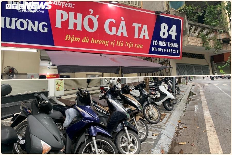 Người Hà Nội tấp nập đi ăn phở từ sáng sớm, người bán không kịp ngơi tay - 8