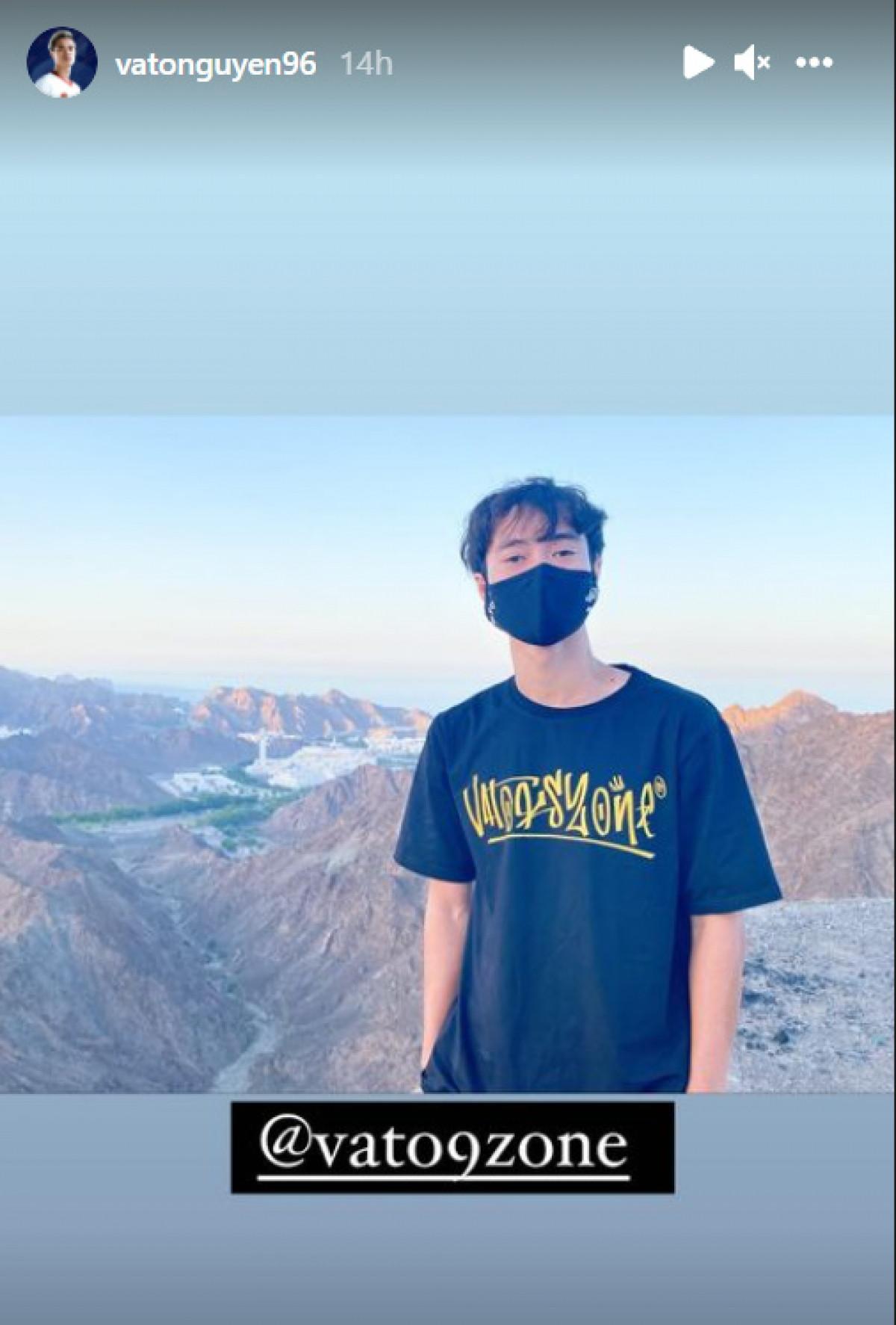 Văn Toàn cũng tranh thủ chụp ảnh ghi lại khoảnh khắc tham quan cảnh đẹp ở Oman.